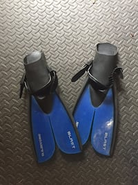 pair of black-and-blue swimming flippers Virginia Beach, 23452