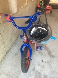 Spider-Man bike comes with matching helmet and bell 548 km
