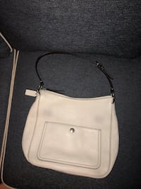Coach leather winter white purse hunter green aligning. Smoke free home, excellent condition Metairie, 70006