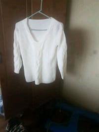 white Knitted sweater (medium size) Vancouver, V5R 6G4