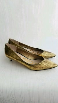 Size 7 Sam Edelman gold-colored pointed-toe pumps 37076, 37076