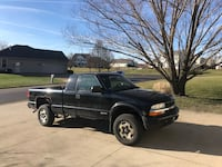 2003 Chevrolet S-10 4WD Extended Cab LS w/3rd Door Massillon