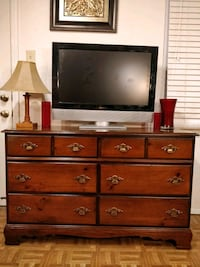 Nice solid wood dresser with drawers in good condi Annandale, 22003