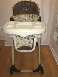 High chair like new/ Chaise haute Laval, H7H
