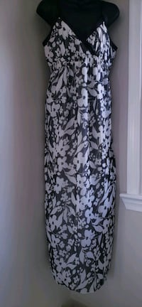 white and black floral scoop neck long sleeve dress Martinsburg, 25403