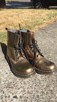 Men's Size 9 Doc Martin Metallic Bronze/Gold Seattle, 98115