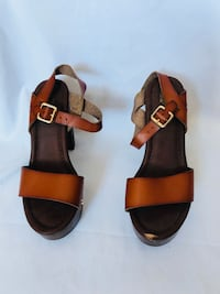 pair of brown leather open-toe sandals New York, 10463