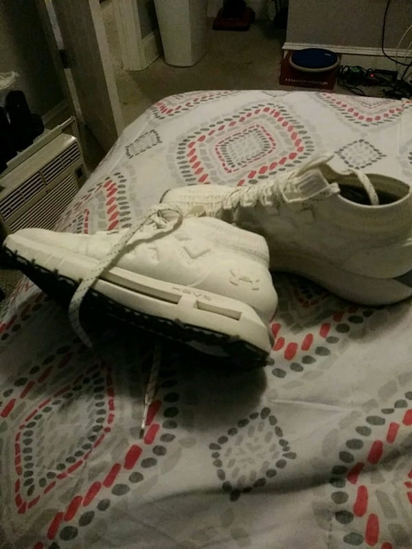 white-and-black Adidas low top sneakers 25c98a06-a366-4a95-b025-33c16d377902