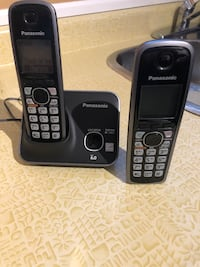 Cordless Panasonic phone with two handsets