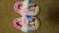 Toddler slippers size 5/6 Inwood, 25428