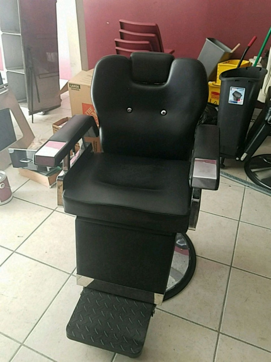 & Used black leather padded salon chair for sale in Palmyra - letgo