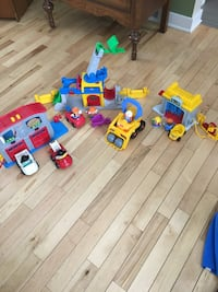 Fisher-Price Little People Fire/Ambulance Station, Construction Site, Carwash/Gas Station Waukesha, 53186