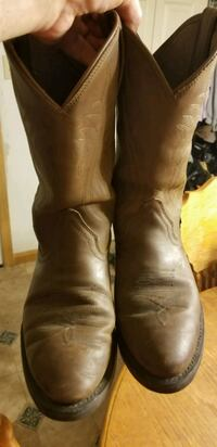Justin Mens Cowboy Boots, Size 10 D, barely used 475 mi