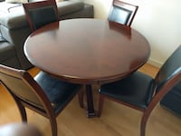 Gorgeous round oak dining table with 4 matching oak & leather chairs Maple Ridge, V2W 1K1