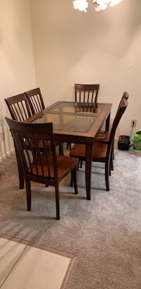 Table plus chairs Jacksonville, 32233
