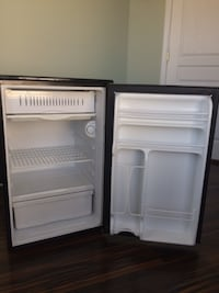 GE Compact Refrigerator - Black  null