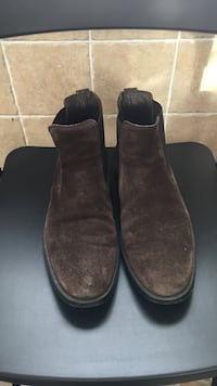paire de bottines en daim marron