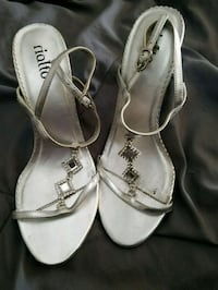 pair of gray leather open-toe heeled sandals Monroe, 48161