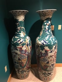 Two Chinese vases from Beijing Mansfield, 02048