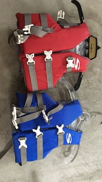 2 like new stearns 30-50 lb child life jackets Bethesda, 20816