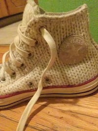 Knitted off white vintage converse size 6.5 Vancouver, V5L 1J8