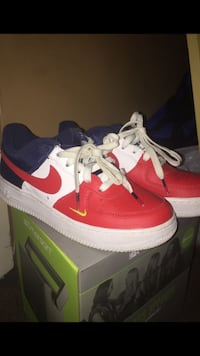 Pair of red-and-white nike sneakers Vero Beach, 32967