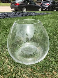 Round clear glass bowl. Great for fish   Calgary, T3E 6J8