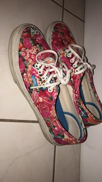pair of red-and-white low top sneakers Toronto, M5S 2X1