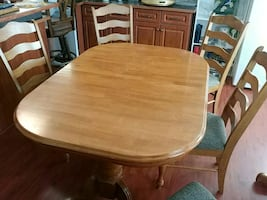 Dining room table with five chairs. .good conditio