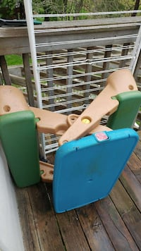 teal, green, and beige step 2 plastic picnic table London, N6G 3V4