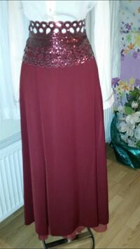 Women's white and maroon dress