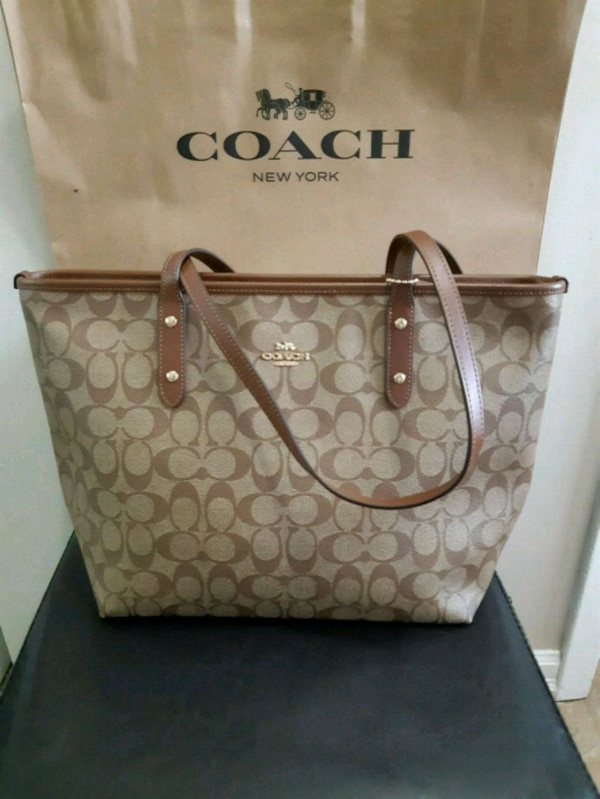 Coach city zip tote 430da4b9-8be1-499b-947e-0433fc3b0700