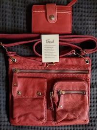 RED LEATHER FOSSIL PURSE AND MATCHING WALLET Burlington, L7P 4X3