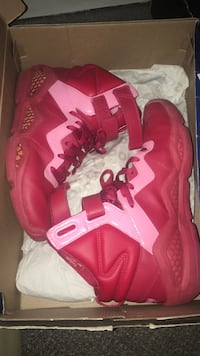 Pink-and-red reebok basketball shoes with box Myrtle Beach, 29579