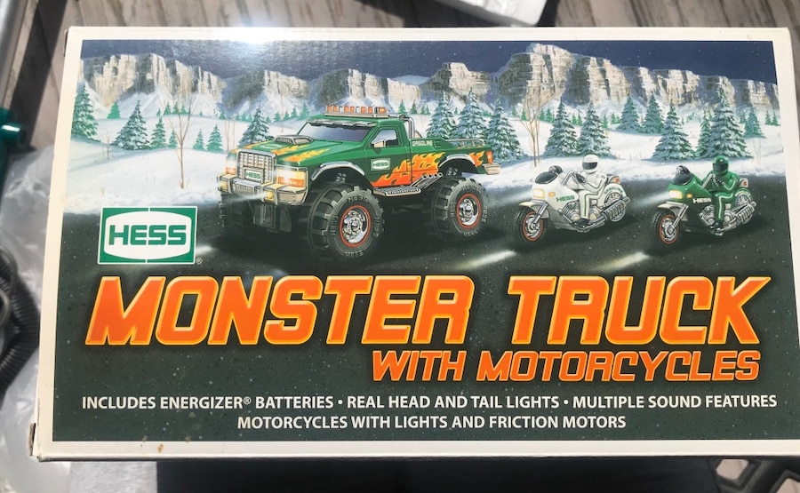 Photo Hess monster truck with motorcycles