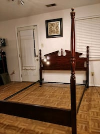 Queen bed frame in very good condition, pet free s Annandale, 22003