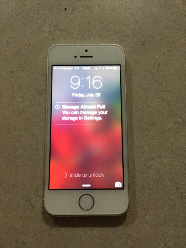 Unlocked Verizon iPhone 5s - perfect condition -no scratches or cracks on screen