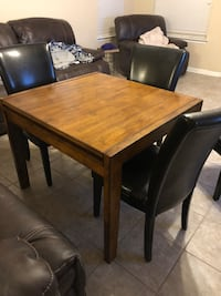 Convertible dinning table with 4 chairs Leon Valley, 78238