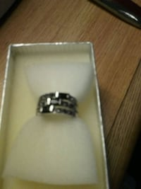 silver-colored ring with box Dunn, 28334