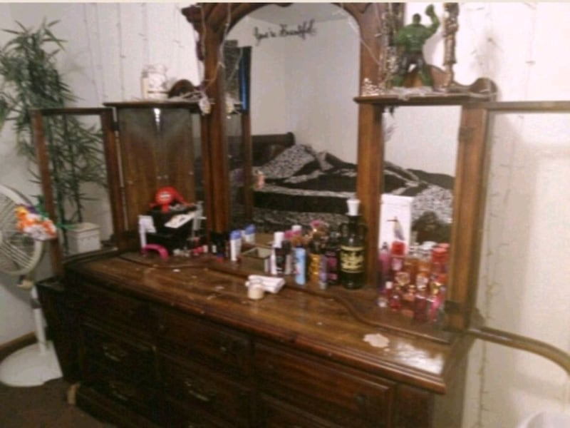 Large dresser with mirror.. NEED GONE TONIGHT 84735b40-8344-44ca-afe8-6db61648df60