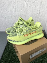 YEEZY BOOST 350 V2 (semi frozen yellow) DEADSTOCK Miami, 33179