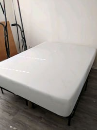 Tuft & Needle queen mattress w/ Free stand! Los Angeles