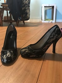Ladies size 7 black lacy heels London, N6A