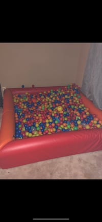 Ball pit with balls