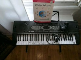 electronic piano for sale very good condition