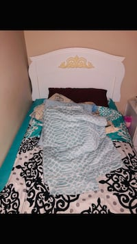 Twin bed set for sale!