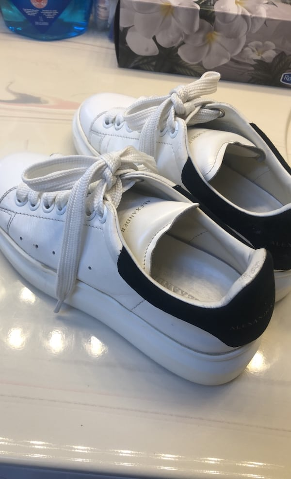 Alexander Mcqueen white leather shoes 9878f0ca-6457-4d29-8ac3-05d278398717