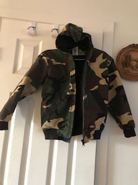 Black and gray camouflage zip-up hoodie size 6  Laval, H7W 1T6
