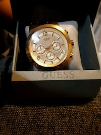 round gold-colored chronograph watch with black le Mississauga, L4T