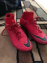 pair of red Nike cleats Annandale, 22003